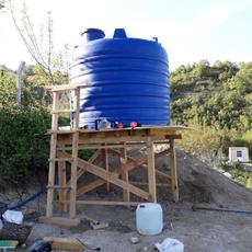 Su deposu için tezgah ve su tesisatı yapımı.